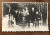 Fotografie interbelica reprezentand un grup de scolari intr-un sezon de iarna