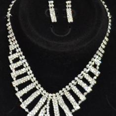 Set Colier si cercei Argintii forme dreptunghiulare , tip Swarovski