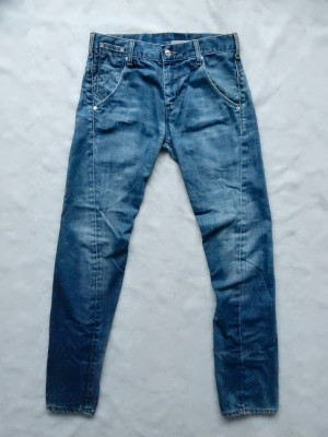 Blugi Levi's Engineered Jeans; marime 29/32, vezi dimensiuni; impecabili, ca noi foto