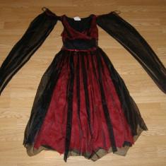 costum carnaval serbare rochie medievala vrajitoare pentru copii de 8-9 ani