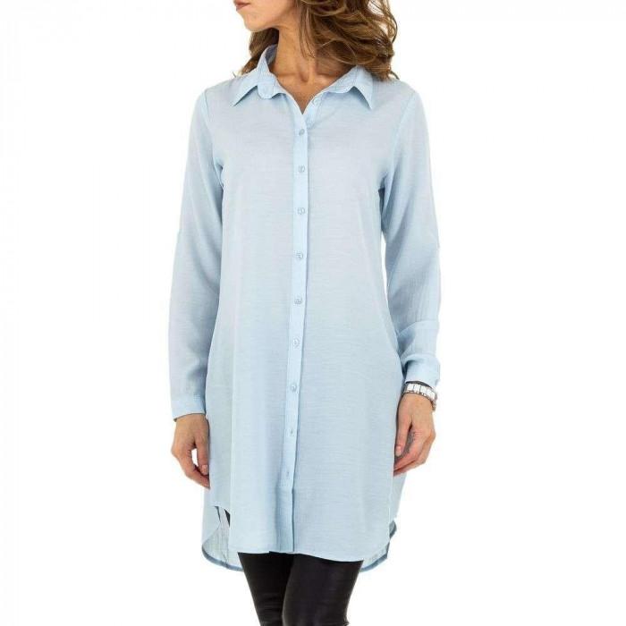 Camasa moderna, de culoare albastra, vaporoasa