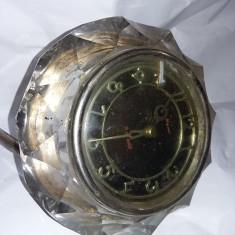 Ceas de masa URSS,marca Majak Carcasa de cristal de Semineu,colectie,T.GRATUIT