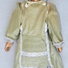 Papusa veche sculptata in lemn si corp tesut in paza cu rumegus circa 1900