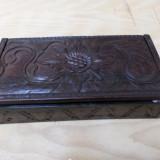 Cutie lemn sculptata manual