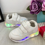 Cumpara ieftin Adidasi albi cu lumini LED si scai pt fetite 21 22 23 24 25 cod 0789, Fete
