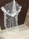 Voal de mireasa alb cu dantela si floricele aplicate lungime 2 m  deosebit