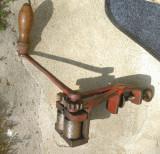Masina veche de prelucrat maţe porc de la saşi