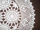 Mileu rotund alb, crosetat manual