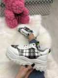 Adidasi dama albi cu negru cu platforma marime   39, 40+CADOU, Din imagine