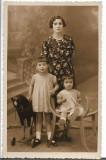 A1318 Copii cu jucarii studio Girescu Bucuresti Romania perioada regalista