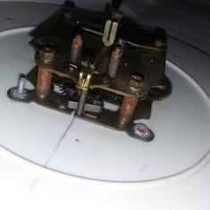 Mecanism vechi de ceas de perete cu cadran in starea care se vede,netestat,T.GRA