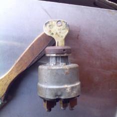 Vechi contact cu cheie Bosch de la o masina de epoca