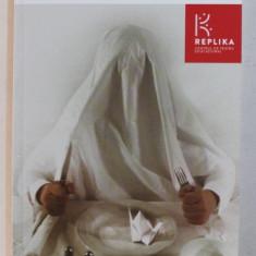 FOAMEA NOASTRA CEA DE TOATE ZILELE de ANA MARGINEANU ...RADU APOSTOL , 2015