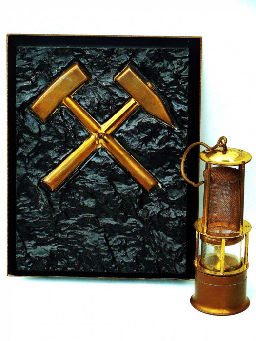 Superba Decoratiune Miniera, Aplica cu Ciocane Si Lampa de Mina, Alama