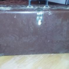 Valiza geamantan/valiza/cufar retro model Ceusist,cu lacat,colectie,T.GRATUIT