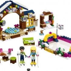 LEGO® Friends Patinoarul stațiunii de iarna 41322