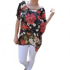 Bluza lejera Mira cu imprimeu cu motive rose si decupaj la umeri,nuanta de negru