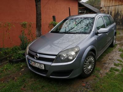 Opel Astra H foto
