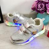 Cumpara ieftin Adidasi argintii printese cu lumini LED si scai pt fetite 25 26 28 29 30, Fete