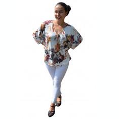 Bluza casual Georgiana, cu imprimeu nature, pe fond alb