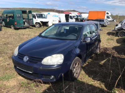 Dezmembrez VW Golf 5 hatchback 1.4i 55kw 75cp 2004 foto