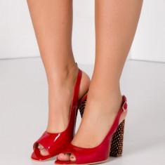 Sandale rosii lacuite cu toc fantezie