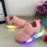 Cumpara ieftin Adidasi usori roz cu lumini LED beculete pt fetite mar 21 22