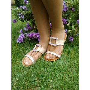 Papuc modern, de culoare bej, cu talpa joasa cu forma anatomica