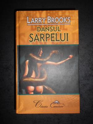LARRY BROOKS - DANSUL SARPELUI foto