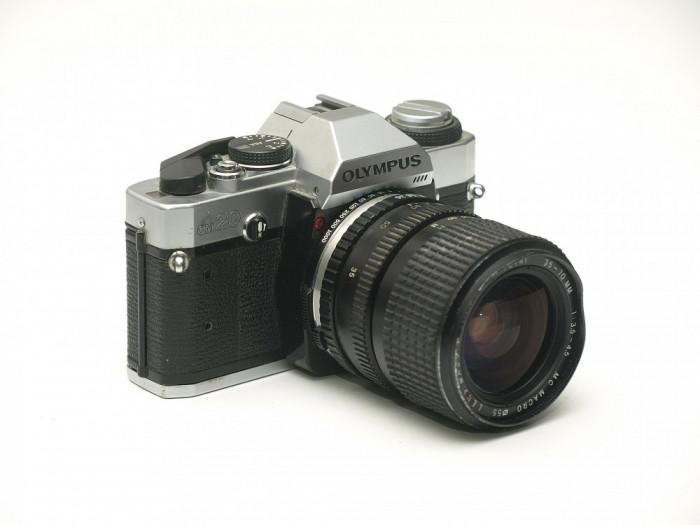 Olympus OM-20 + obiectiv Petri 35-70mm