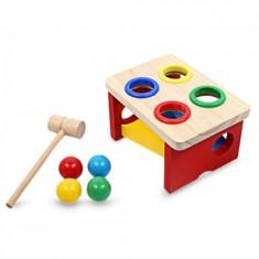 Jucarie Montessori din lemn banc cu bile si ciocan.