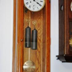 Ceas de perete cu pendula si 2 greutati Hermle- calendar