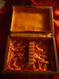 Cutie veche pt. Lingurite de argint , captusita cu matase ,dim. 18x13,5cm