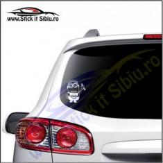 Minion Nissan -Stickere Auto-Cod:VIS-014-Dim.  15 cm. x 13.2 cm.