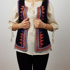 Vesta brodata cu model traditional Ema