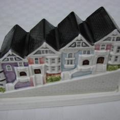 Superba miniatura  grup de case din portelan japonez OTAGIRI, Decorative