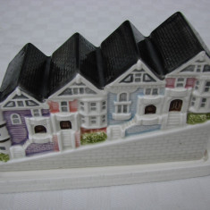 Superba miniatura  grup de case din portelan japonez OTAGIRI