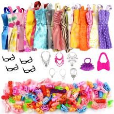 Set accesorii rochite genti pantofi papusa barbie