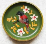 Farfurie decorativa cu Mugurar.Pictura naiva pe disc din lemn nobil.Vintage.