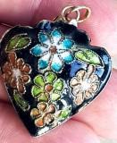 Medalion inimioara - argint placat aur- decorata email - manufactura vintage