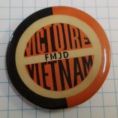 Insigna Vietnam FMJD, propaganda anti-americana
