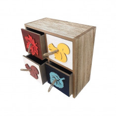 Caseta patrata, din lemn, cu patru sertare, cu decoratiuni reprezentand frunze si veverite si cu manere din sfoara