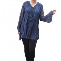 Bluza vaporoasa Alia cu insertii de broderie si paiete ladecolteu,nuanta de bleumarin