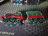 2 locomotive si 2 vagoane ca noi atentie doar toate lot c18
