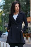 Palton negru cambrat captusit pe interior din stofa usor elastica