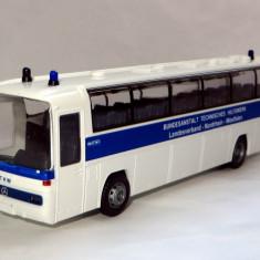 Rietze autocar Mercedes O303 15RHD Polizei  1:87