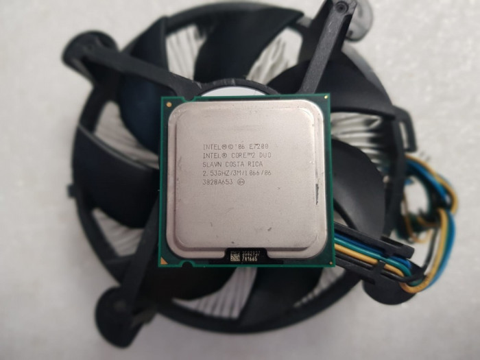 Procesor Intel Core 2 Duo E7200, 3M, 2.53 GHz + cooler INTEL - poze reale