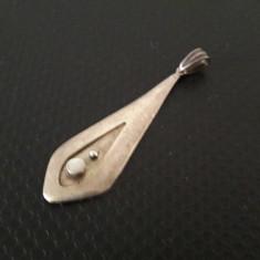 pandantiv vechi de argint cu sidef