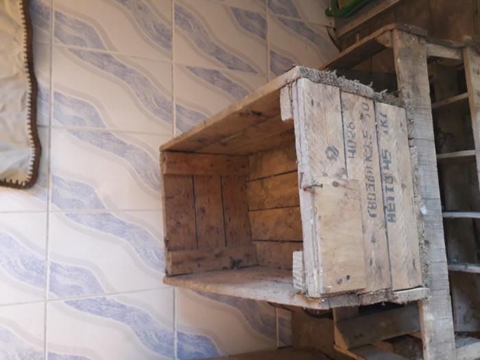 Ladă din lemn veche.