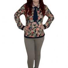 Pantalon simplu, de culoare gri, design simplu si drept